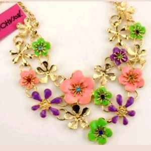 New Betsey Johnson flower necklace